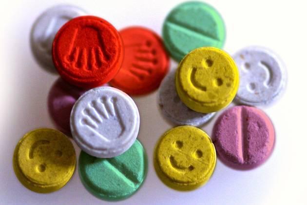 A0R731 E Ecstasy pills or tablets close up studio shot methylenedioxymethamphetamine. Image shot 2004. Exact date unknown.